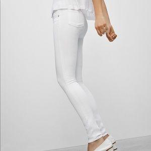Denim - New w/o tags!! White Skinny Jeans